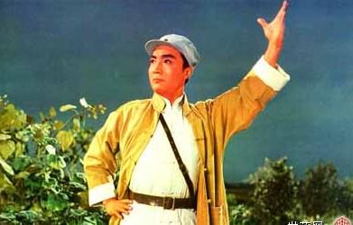 """毛泽东看后说:""""《海港》可以成为样板戏,但要改成敌我矛盾."""